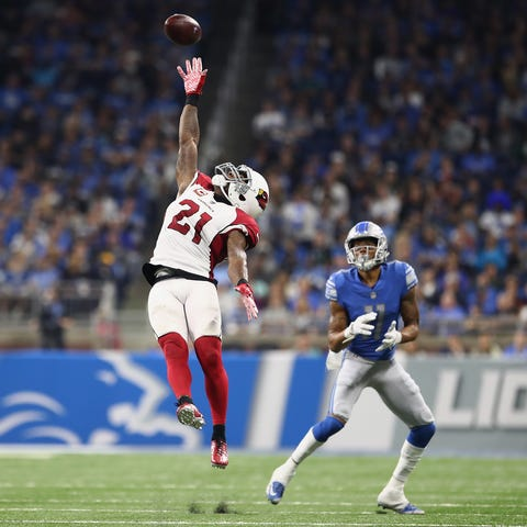 Cardinals CB Patrick Peterson tries to defect a...