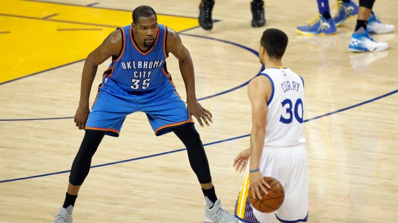 Oklahoma City Thunder forward Kevin Durant (35) defends