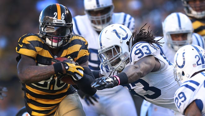 Colts LB Erik Walden dives at Pittsburgh Steelers running back Le'Veon Bell in the first half.