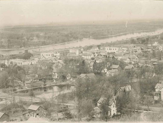 A photo of Sauk Rapids circa 1910 shows the granite