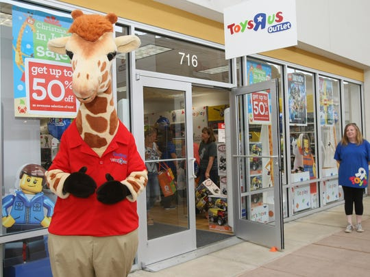 Geoffrey the Giraffe greets visitors  at the Toys R