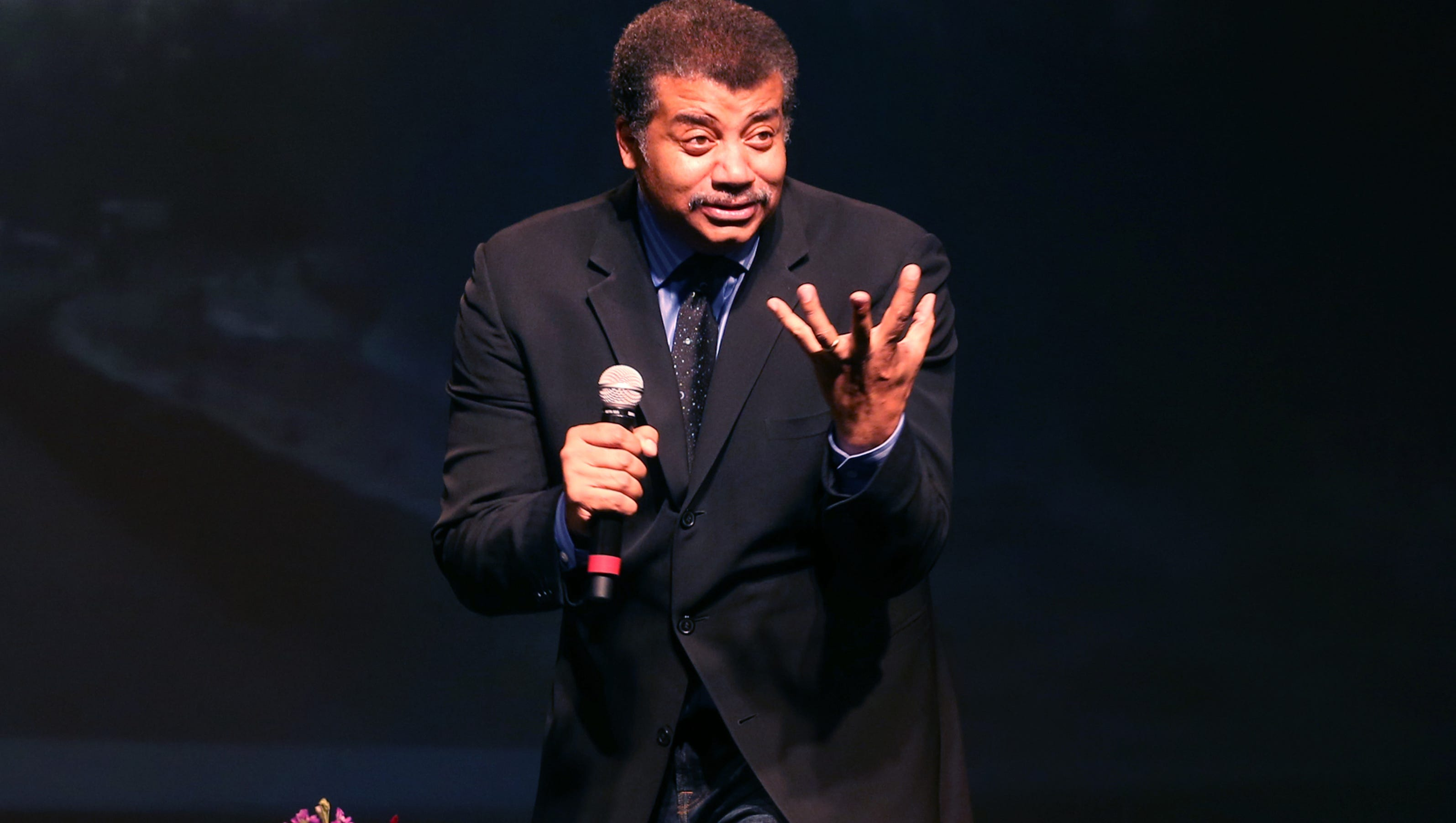 'Cosmos' star Neil deGrasse Tyson dazzles with science and ...