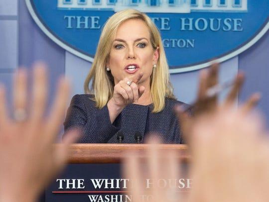 Nielsen viajó el viernes a la frontera entre Estados Unidos y México junto con Trump para participar en una mesa redonda con agentes fronterizos y policías locales.