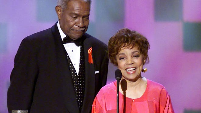 Ruby Dee, right, and husband Ossie Davis accept their Screen Actors Guild 37th annual Life Achievement Award at the 7th annual Screen Actors Guild Awards, Sunday, March 11, 2001, in Los Angeles. (AP Photo/Kevork Djansezian)