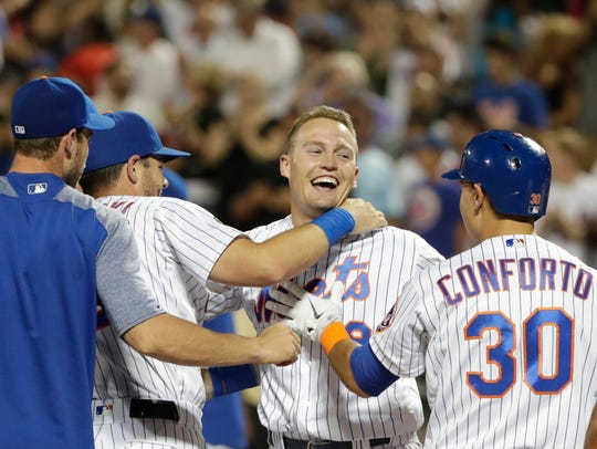New York Mets' Brandon Nimmo (9) celebrates with teammates