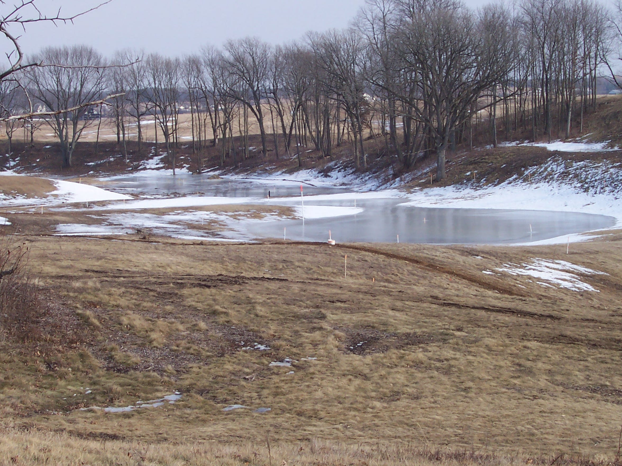 As he surveyed the land with Bob Lang, golf course architect Michael Hurdzan explained that the glacial features – the kettles, mounds and eskers – were perfectly spaced for golf.