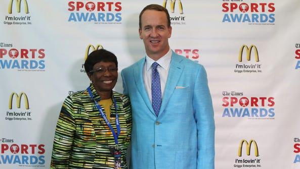 Peyton Manning poses for photos with Shreveport Mayor