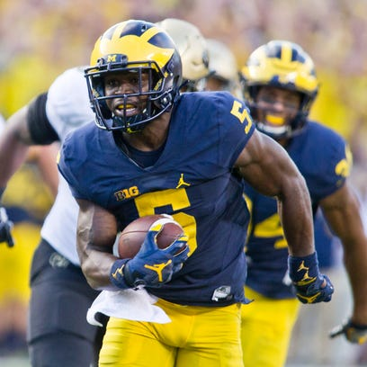 Jabrill Peppers returns a punt for a touchdown in the
