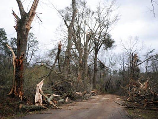 635896851599347593-Sumrall-tornado.jpg