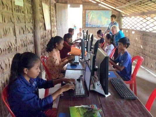 students on computers.jpeg