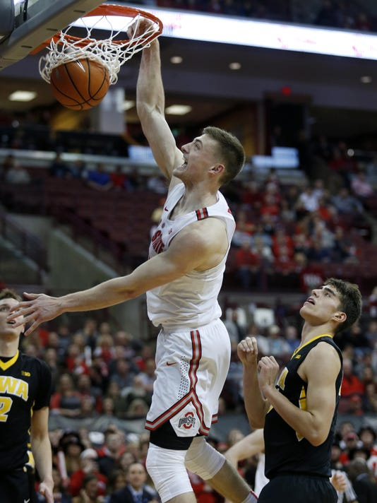 Saturday's Big Ten: Ohio State seizes first place with win