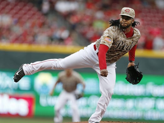 Cincinnati Reds starting pitcher Johnny Cueto (47) pitches in the first inning against the Los Angeles Dodgers at Great American Ball Park.