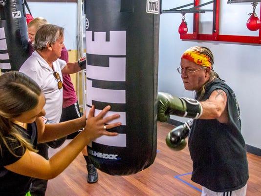 636434273383864365-CC-1012-Senior-Boxing-09.jpg