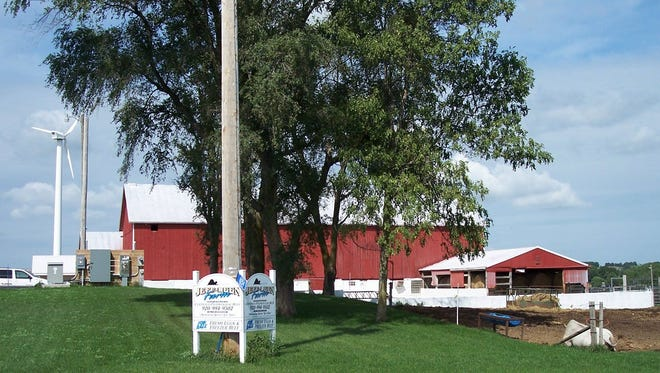 Jeff-Leen Farm in Random Lake has grass-fed beef, pastured chickens, turkeys, sausage and eggs. The farm offers drop-offs in the Milwaukee area.