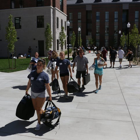 Thousands move in to dorms at UNR, including to a new STEM themed dorm that will house 400 students