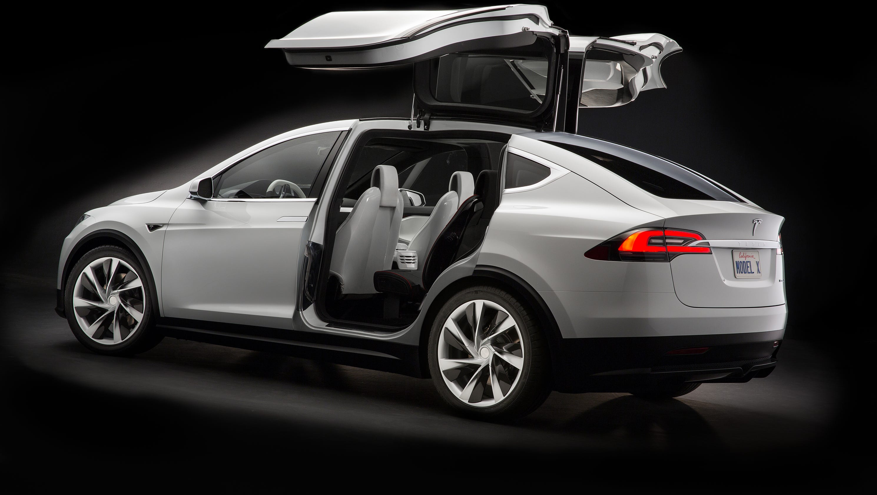 tesla issuing first recall for model x crossover suv. Black Bedroom Furniture Sets. Home Design Ideas