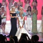 Miss Vicksburg Anne Elizabeth Buys crowned Miss Mississippi