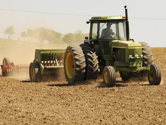 635533901698239423-Farming-farm-tractor-field-Planting