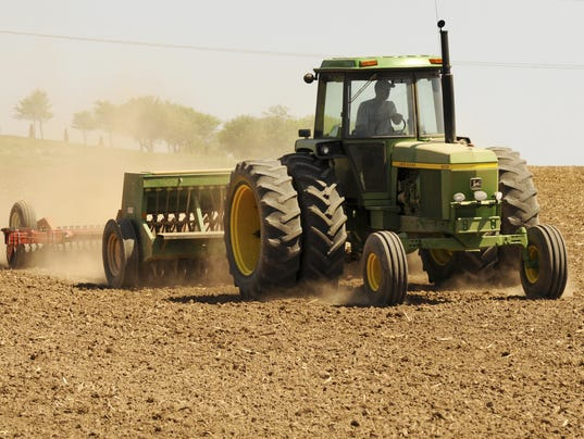 Tractor In Field Planting : Fsa acerage reporting dates near