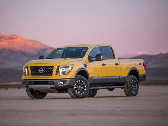 review nissan titan xd challenges detroit 3 hd trucks. Black Bedroom Furniture Sets. Home Design Ideas