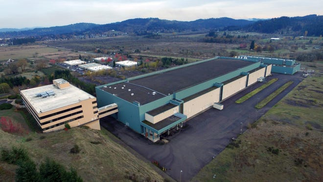 The former Hynix plant in Eugene shown Nov. 12, 2015. [Rob Romig/The Register-Guard] - registerguard.com