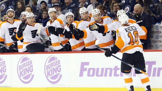 Brayden Schenn scored one of the Flyers' two power-play goals Saturday night.