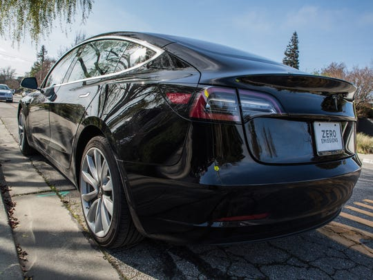 The $35,000-and-up Tesla Model 3 bears more than a striking resemblance — especially from around 15 feet away — to its upmarket cousin, the $100,000 Tesla Model S sedan.