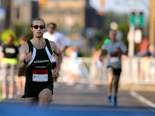 Matthew Pierce cruises to the finish line with a time