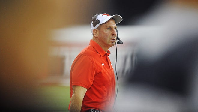 Youngstown State head coach Bo Pelini during a game against USD Saturday, Oct. 3, 2015, at the DakotaDome in Vermillion, S.D.