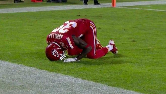 Chiefs safety Husain Abdullah penalized for praying