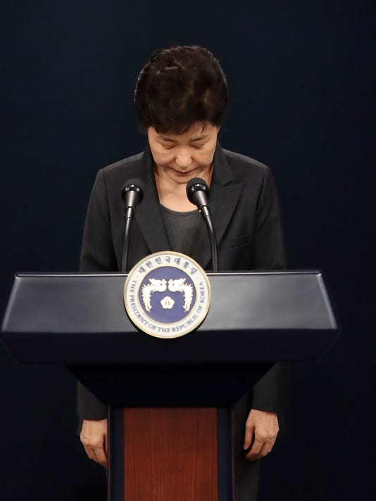EPA EPASELECT SOUTH KOREA POLITICS CORRUPTION SCANDAL APOLOGY POL GOVERNMENT KOR SE