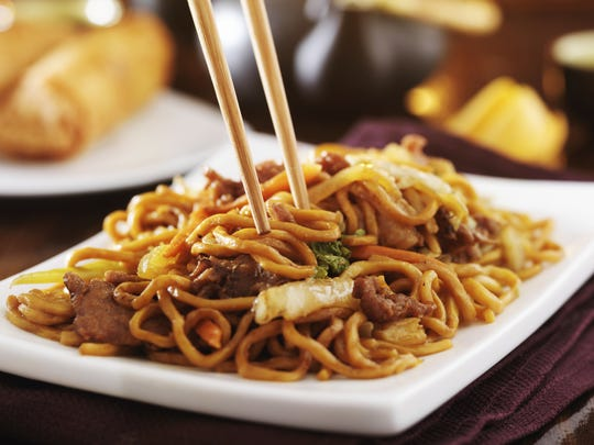 A plate of lo mein.