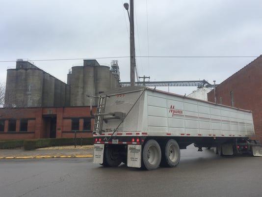 636511963950066764-Gavilon-cropped-truck.JPG