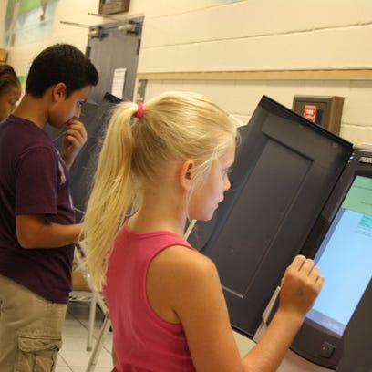 Fifth graders at Port Malabar Elementary cast their