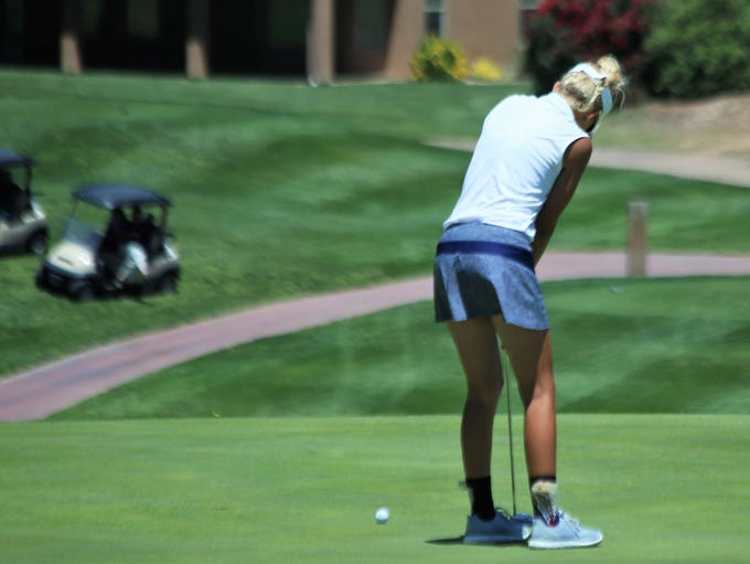 Lexi Hamel watches her birdie putt on the 18th hole
