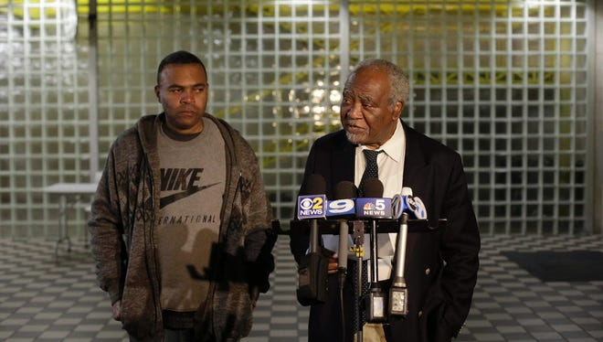 US Representative Danny Davis (R) speaks to the media on November 19, 2016, about his 15-year-old grandson, Jovan Wilson, who was shot and killed during a home invasion in Chicago.   Chicago is on pace to see over 700 homicides before the year ends with over 3,000 shootings since the beginning of the year.