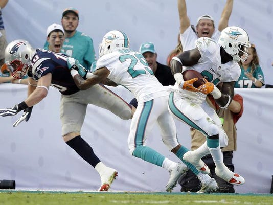 Patriots Dolphins Football (2)