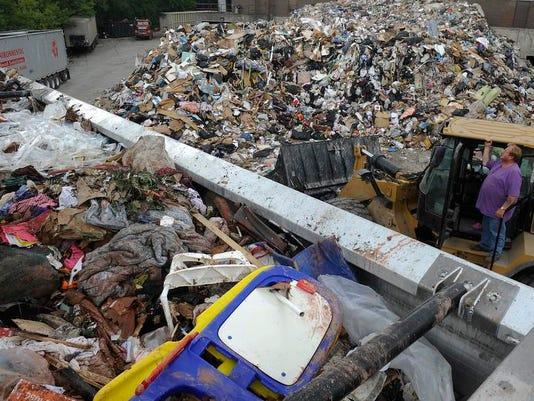 Flood-Garbage-ec-01.JPG