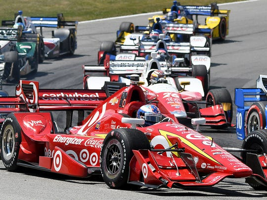 Scott Dixon tries to work his way through the traffic