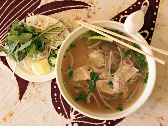 Pho Tai, Thinly slice beef eye of round in broth with