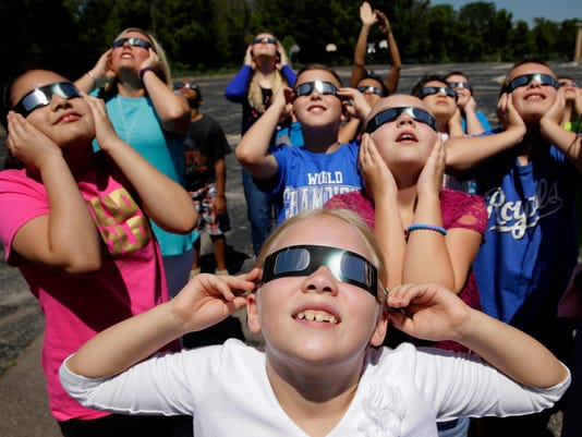 636387391700309522-US-Eclipse-Schools-Bear.jpg