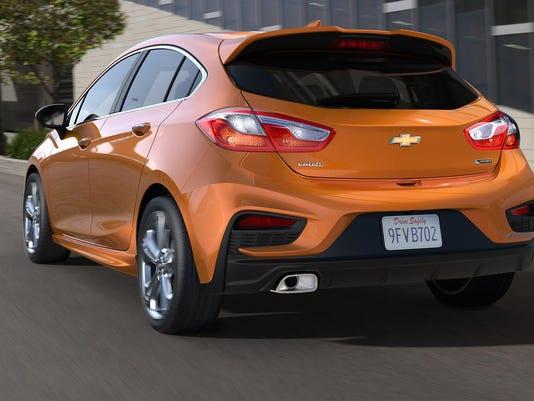 FILE-2017-Chevrolet-CruzeHatch-003