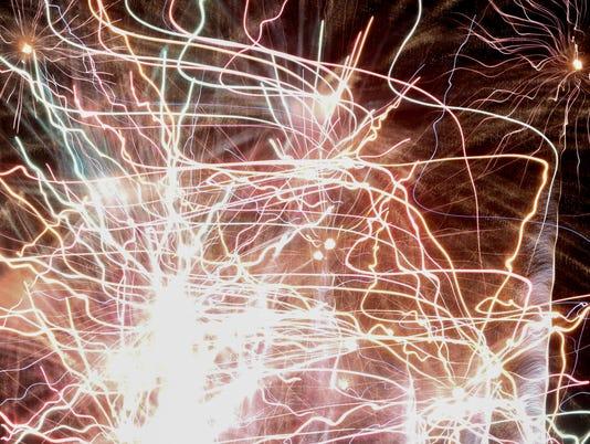 635716472834535840-Fireworks-04