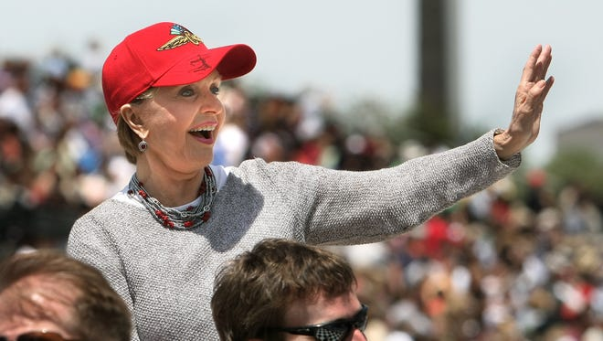 Florence Henderson waves to the crowd during the 2008 edition of the 500 Festival Parade.