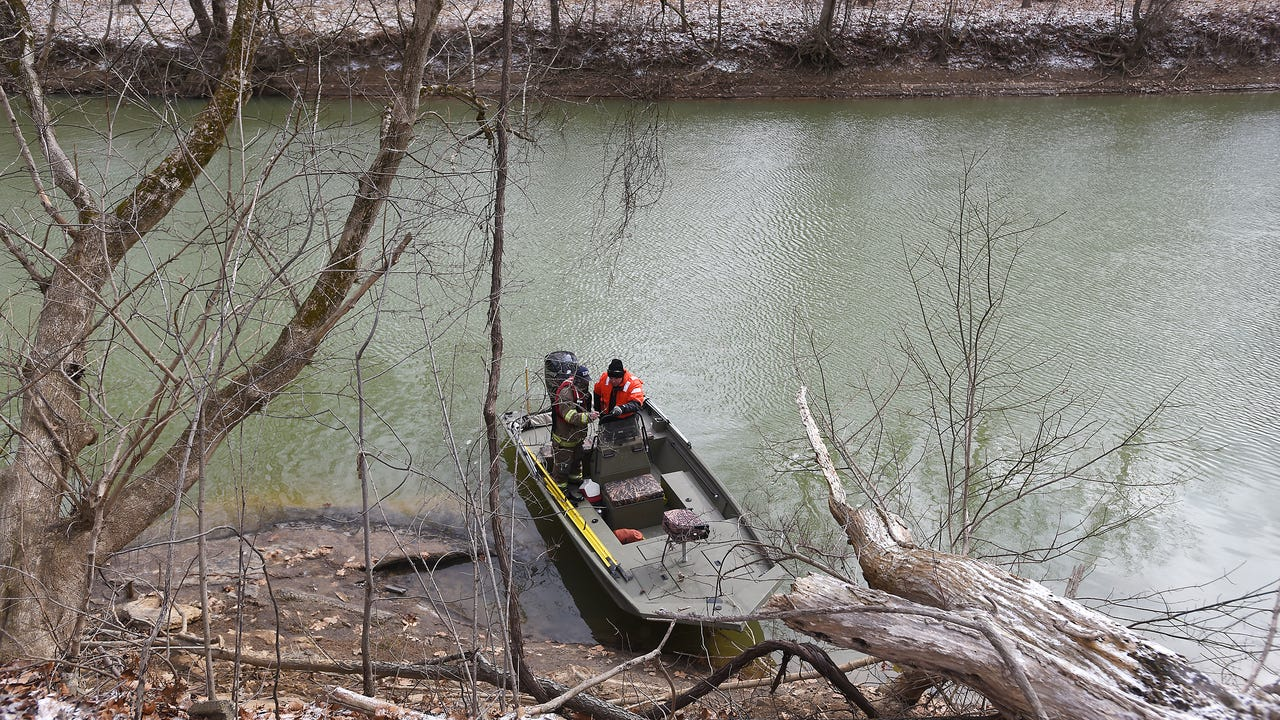 South Zanesville Fire Department Chief Russell Taylor on the search for a man who jumped in Jonathan Creek after a police chase early Friday morning.