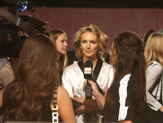 AP BRITAIN VICTORIA'S SECRET BACKSTAGE I ENT GBR