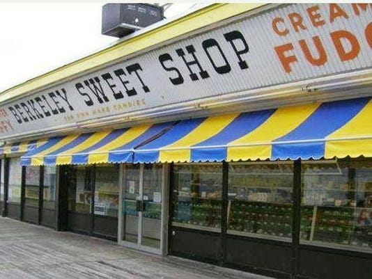635555285021384855-sweet-shop