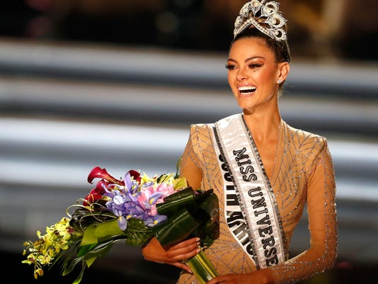 Miss Univers 2018 >> Miss South Africa Demi Leigh Nel Peters Is Crowned Miss Universe 2017