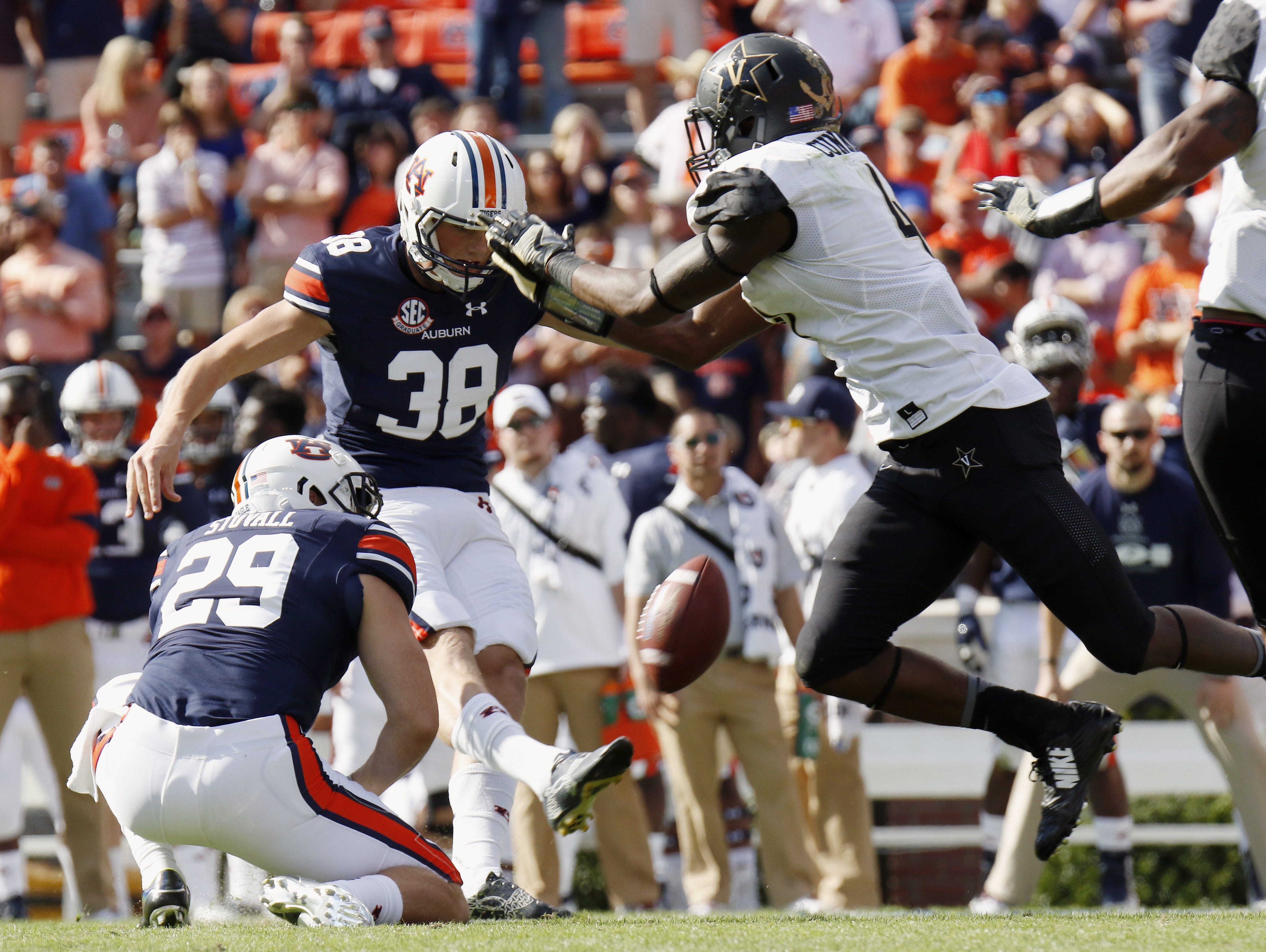 Zach Cunningham, right, blocks a field goal attempt of Auburn's Daniel Carlson after he hurdled the line on Nov. 5, 2016.