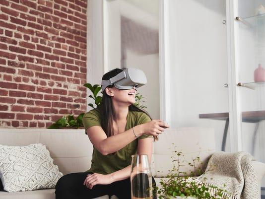 636606970263371144-Oculus-Go-Lifestyle-Shot-.jpg
